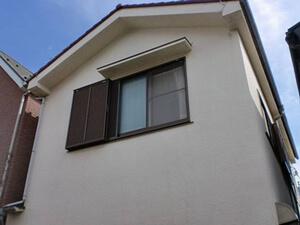 「築12年の住宅を外壁塗装!モルタルのひび割れも補修した事例(東京都八王子市)」のBefore写真
