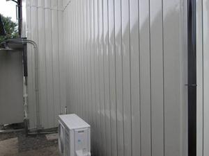 「チョーキング現象が発生しているトタン外壁を外壁塗装した事例(東京都町田市)」のAfter写真