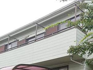 「外壁塗装で新築時の美しさを再現!ALC外壁を塗り替えた事例(神奈川県鎌倉市)」のBefore写真