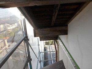 「古びた外壁をモダンカラーに塗り替え!木部も塗装した事例(神奈川県平塚市)」のBefore写真