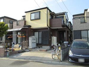 「ツートンカラーのおしゃれな住宅に変身!屋根とバルコニーも塗装!(東京都武蔵野市)」のAfter写真