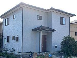 「赤茶色の洋風住宅を外壁塗装!白くて清潔感のある住宅に変身した事例(神奈川県南足柄市)」のAfter写真