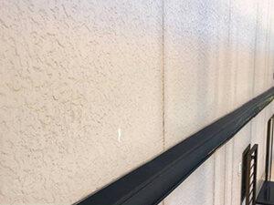 「モルタル風サイディング外壁を塗装工事!黒ずんだ外壁がピカピカに(神奈川県藤沢市)」のBefore写真