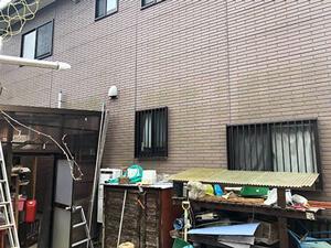 「築15年のコケむした住宅を外壁塗装!新築の美しさを取り戻した事例(神奈川県座間市)」のBefore写真