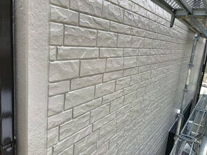 「築10年の住宅を外壁塗装!ひび割れたコーキングも補修した事例(神奈川県綾瀬市)」のAfter写真