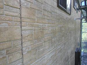 「汚れの目立つ外壁をクリアー塗装で塗り替え!清潔感を取り戻した事例(神奈川県海老名市)」のBefore写真