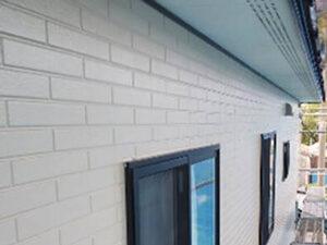 「外壁の藻に悩まされるH様邸を外壁塗装でピカピカに塗り替えた事例(神奈川県南足柄市)」のAfter写真
