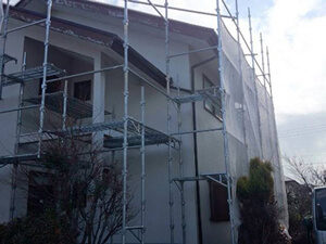 「破風板がボロボロになった住宅を塗り替え工事!美観を取り戻した事例(東京都目黒区)」のBefore写真