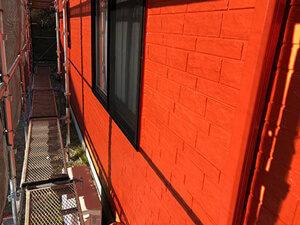 「北側だけが汚れた住宅を外壁塗装!情熱的な赤色に変身した事例(東京都武蔵野市)」のAfter写真