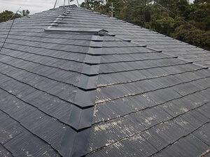 「スレート屋根を塗装工事でピカピカに!新築時の美しさがよみがえった事例(東京都武蔵野市)」のBefore写真