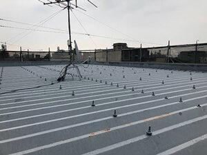 「トタン製の屋根を塗装工事!サビを落としてきれいになった施工事例(厚木市)」のBefore写真