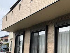 「ブラウン×ベージュのツートンカラーで外壁塗装!美観を復活させた事例(東京都町田市)」のBefore写真