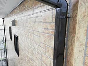 「外壁をクリアー塗装で塗り替え!金属製の雨どいもまとめて塗装(東京都八王子市)」のAfter写真