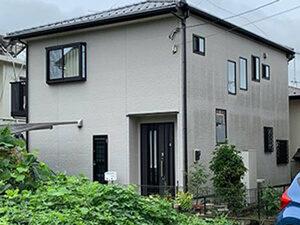 「グレーの塗料で外壁塗装!モダンでクールな雰囲気になったT様邸(神奈川県藤沢市)」のBefore写真