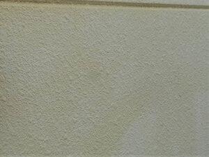 「ひび割れやチョーキングが見られるサイディング外壁をイエローで塗装(神奈川県厚木市)」のBefore写真