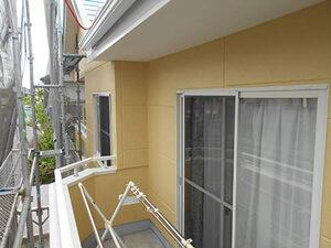 「ひび割れやチョーキングが見られるサイディング外壁をイエローで塗装(神奈川県厚木市)」のAfter写真