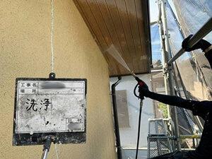 「黄色いモルタル外壁を濃いベージュに塗り替え!イメチェンしたG様邸(神奈川県愛川町)」のBefore写真