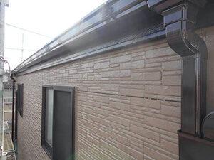 「色あせたサイディング外壁を、モカカラーで塗装工事した事例(神奈川県三浦市)」のAfter写真