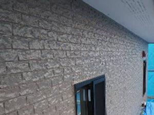 「コケで緑色の外壁を明るいブラウンカラーへ!築11年の外壁塗装(神奈川県大磯町)」のAfter写真