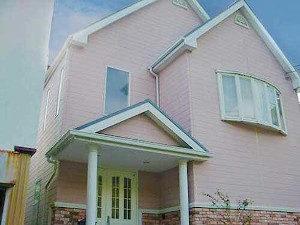 「ピンク色のK様邸を外壁塗装!メルヘンな住宅がピカピカに!(東京都稲城市)」のBefore写真