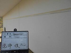「サイディング外壁をオフホワイトで塗装工事!清潔感を取り戻した事例(東京都八王子市)」のBefore写真