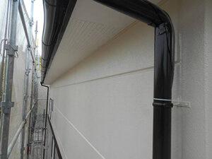 「サイディング外壁をオフホワイトで塗装工事!清潔感を取り戻した事例(東京都八王子市)」のAfter写真