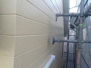 「コケの生えた築15年の住宅を外壁塗装!見た目を一新してピカピカに(東京都稲城市)」のAfter写真