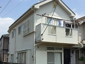 「全体的に黒ずんだ住宅を塗り替えメンテナンス!新築時の清潔感が復活(神奈川県藤沢市)」のBefore写真