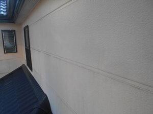「外壁とバルコニーをまとめて塗装!コーキング補修の様子も紹介(神奈川県厚木市)」のBefore写真