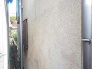 「外壁とバルコニーをまとめて塗装!築18年のK様邸を塗装した事例(神奈川県藤沢市)」のBefore写真