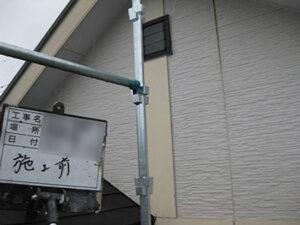 「劣化したサイディング外壁を2色で塗り替え!バルコニーも塗装した事例(東京都武蔵村山市)」のBefore写真