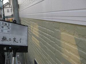 「劣化したサイディング外壁を2色で塗り替え!バルコニーも塗装した事例(東京都武蔵村山市)」のAfter写真