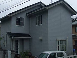 「ブラウンの外壁にイメチェン!おしゃれ度がアップしたU様邸の事例(神奈川県寒川町)」のBefore写真