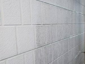 「築16年の住宅を外壁塗装!黒ずみを落としてピカピカに変身(神奈川県厚木市)」のBefore写真