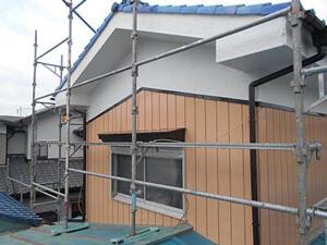 「トタンとモルタルの住宅を、外壁塗装でピカピカに変身させた事例(東京都調布市)」のAfter写真
