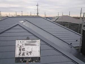 「築17年のH様邸を屋根塗装!スレートのひび割れ補修も行いました(東京都羽村市)」のAfter写真
