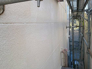 「紫外線で色あせた外壁が、塗装工事でピカピカに変身!Y様邸の事例(神奈川県三浦市)」のBefore写真