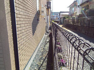 「1階と2階で違う色の塗料を使用!O様邸の外壁塗装の施工事例(東京都大田区)」のBefore写真