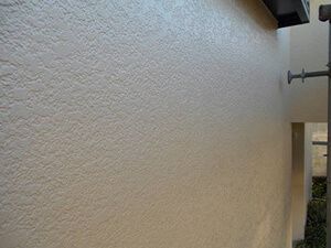 「クラックが発生したモルタル外壁が塗装工事でピカピカになった事例(千葉県市川市)」のAfter写真