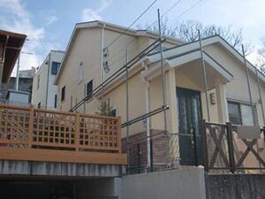 「おしゃれな洋風住宅を外壁塗装!一部の外壁にはクリアー塗装を実施(千葉県市川市)」のBefore写真