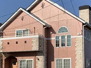 「外壁と屋根をまとめて塗装!ピンク色の塗料を使ったF様邸の事例(神奈川県横浜市)」のAfter写真