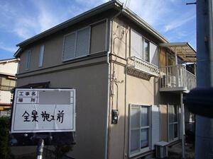 「施工前と同じ配色で外壁塗装!新築のような美しさを取り戻したN様邸(千葉県松戸市)」のBefore写真
