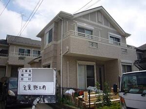 「デザインの異なるサイディングボードを別々の色で塗装したM様邸(神奈川県横浜市)」のBefore写真