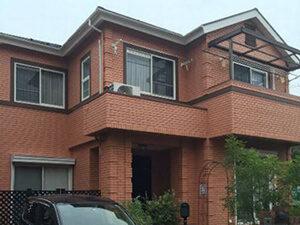 「赤茶色のレンガ風サイディングを黄色にイメチェンしたS様邸(千葉県市川市)」のBefore写真