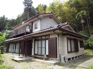 「黒ずみが目立つ外壁を約10年ぶりに再塗装! 明るい外観になったK様邸(神奈川県横浜市)」のBefore写真