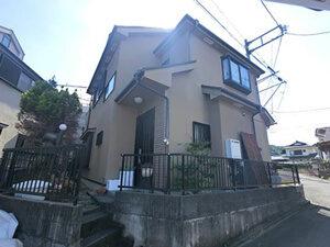 「築18年で外壁塗装!ひび割れを補修しイエローで塗り替えました!(東京都青梅市)」のBefore写真