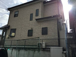 「築8年のサイディング外壁をクリアー塗装。光沢のある 外観に変身!(千葉県市川市)」のBefore写真