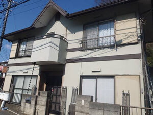 「ひび割れが生じた外壁を修復・塗装!色あせた雨戸も塗装したE様邸(千葉県船橋市)」のBefore写真
