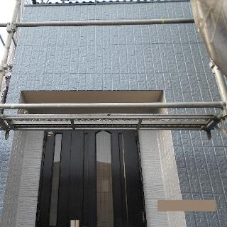 ブルー×オフホワイトのツートンカラーで外壁塗装したK様邸の事例