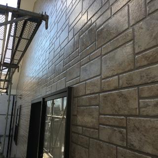 築8年のサイディング外壁をクリアー塗装。光沢のある 外観に変身!(千葉県市川市)